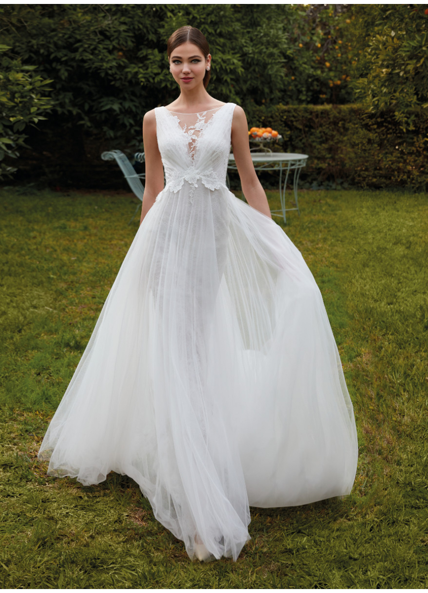 Tulle dress with lace and appliques